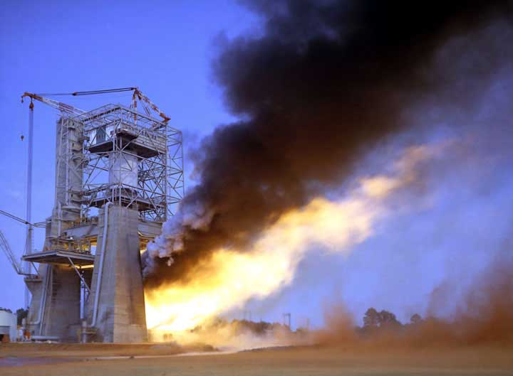 Saturn S-IC stage static test firing, NASA photo fig246.jpg