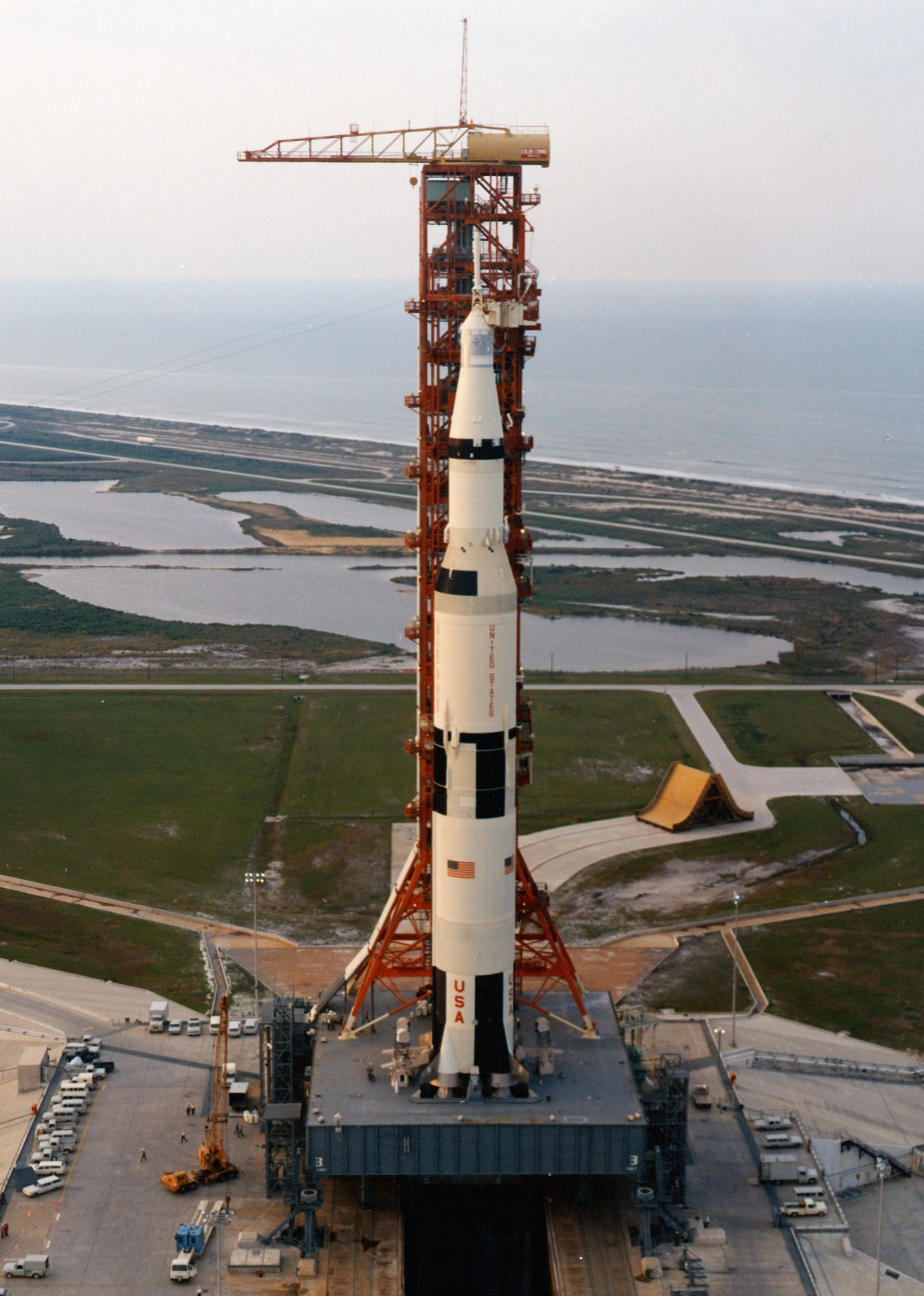 Apollo 11 Saturn V (pa...