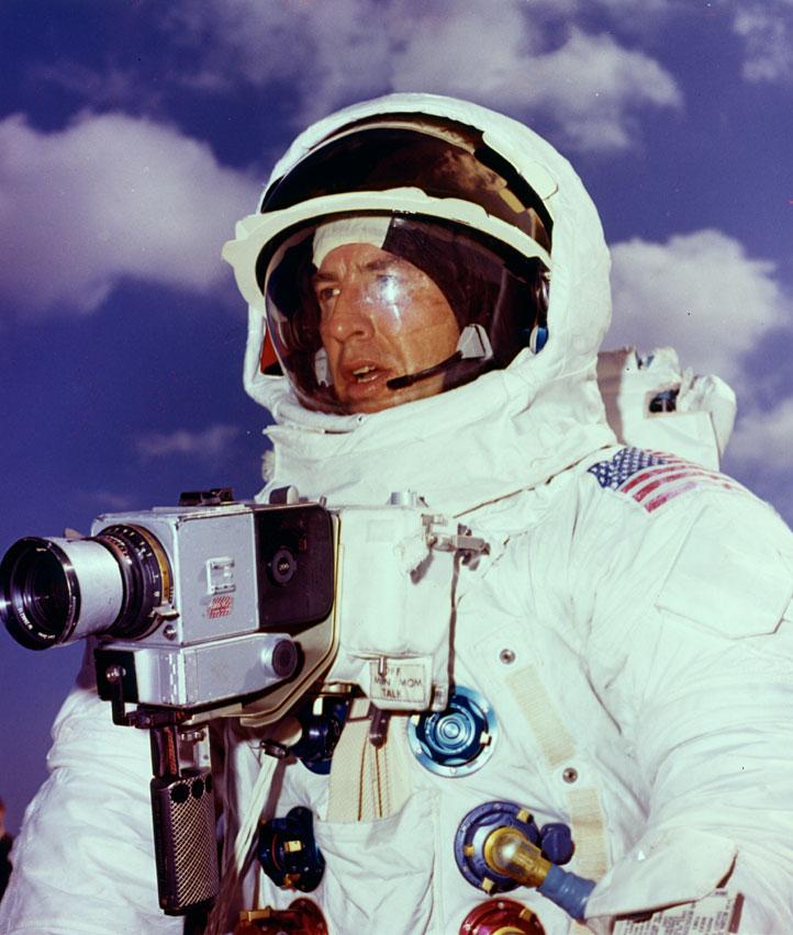 Apollo 13 (1970) - Page 5 Ap13-70-HC-74