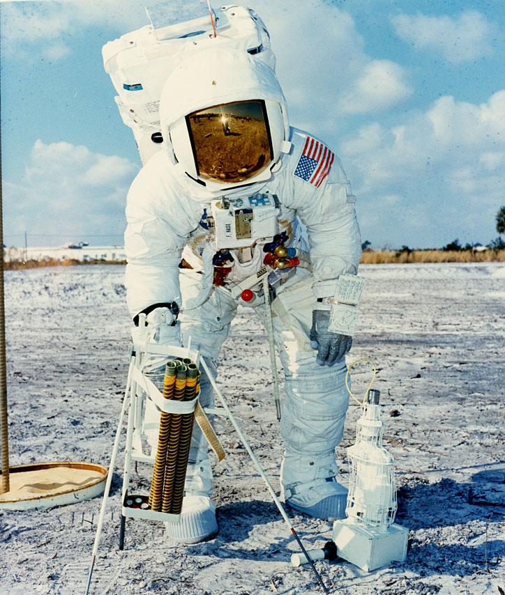 Apollo 13 (1970) - Page 5 Ap13-70-HC-80