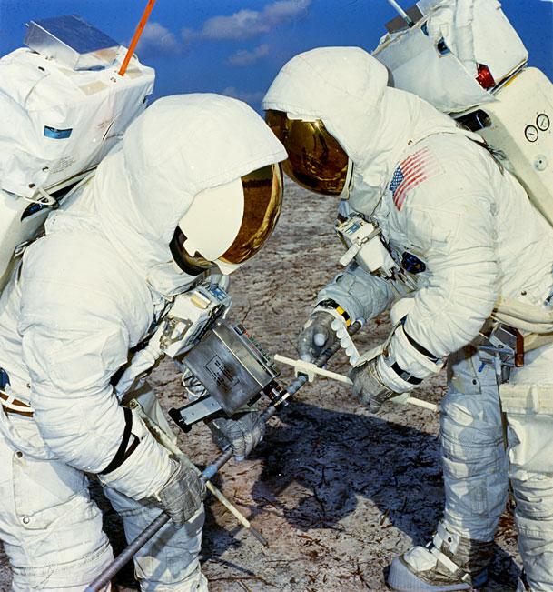 Apollo 13 (1970) - Page 5 Ap13-70-HC-83