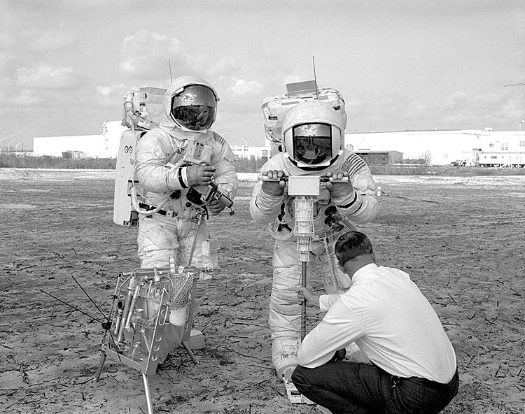 Apollo 13 (1970) - Page 5 Ap13-KSC-70P-46