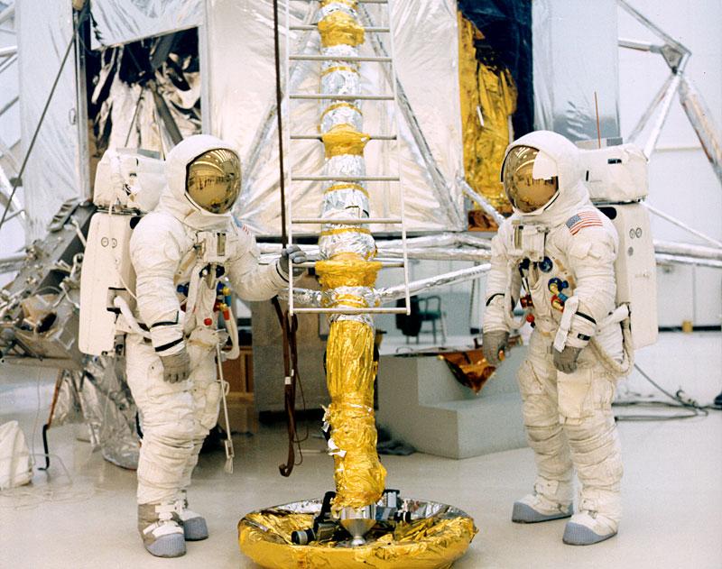 Apollo 13 (1970) - Page 5 Ap13-KSC-70PC-12
