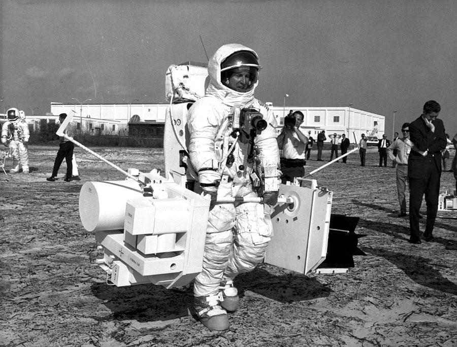 Apollo 13 (1970) - Page 5 Ap13-S70-29672