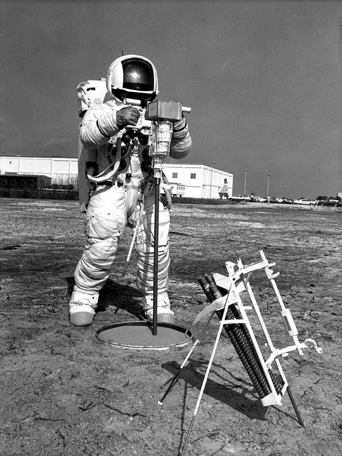 Apollo 13 (1970) - Page 5 Ap13-S70-29673