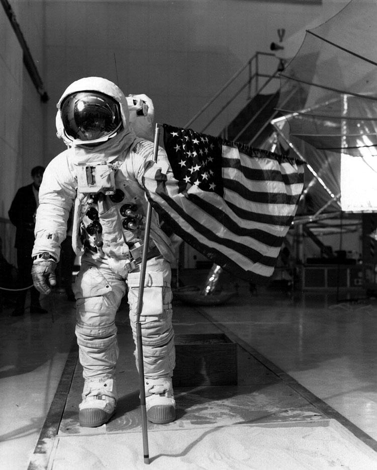 Apollo 13 (1970) - Page 5 Ap13-training-noID