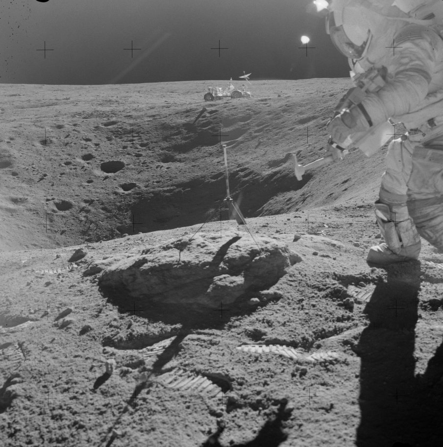astronauts find structures on moon - photo #21