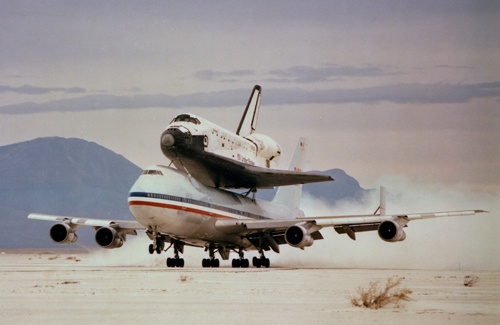 image of shuttle on 747