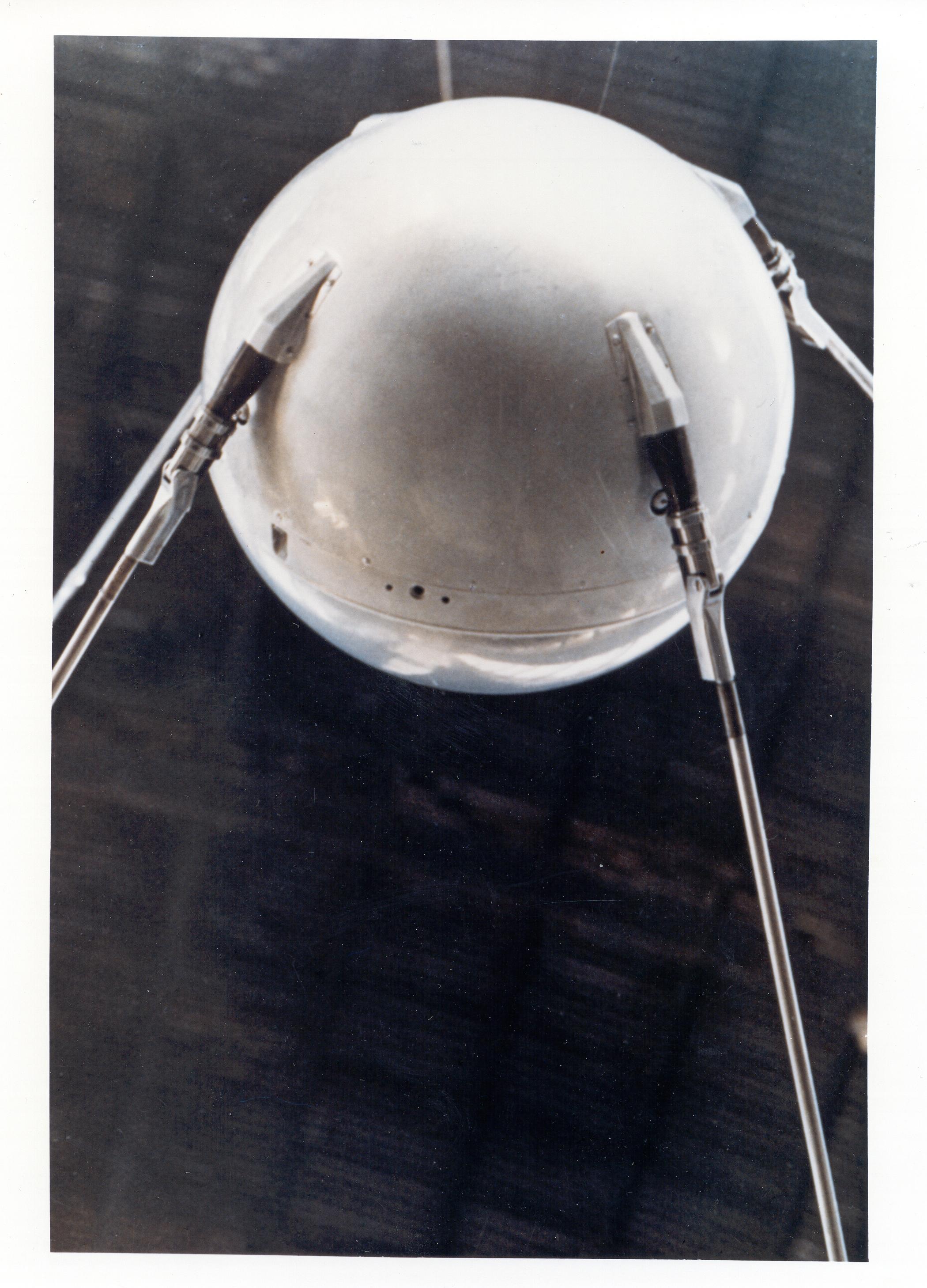 Ο Σπούτνικ (από ιστοσελίδα τής NASA) Sputnik1-mockup