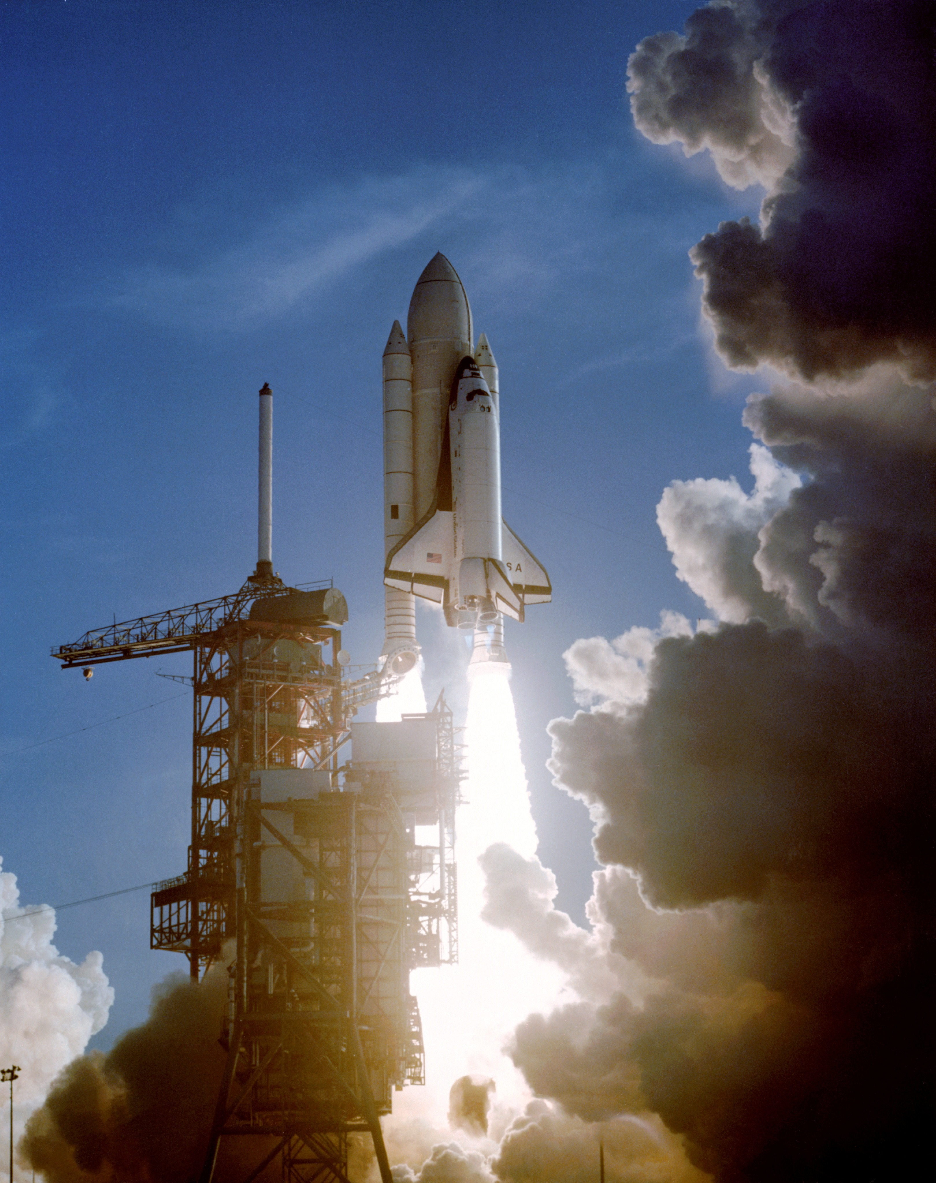 picture of the first u.s space shuttle - photo #35